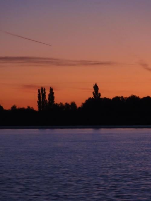 Morgenrot über dem Fluss